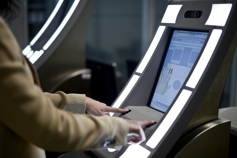 Inskrivningskiosk på Lissabons flygplats underlättar incheckning.