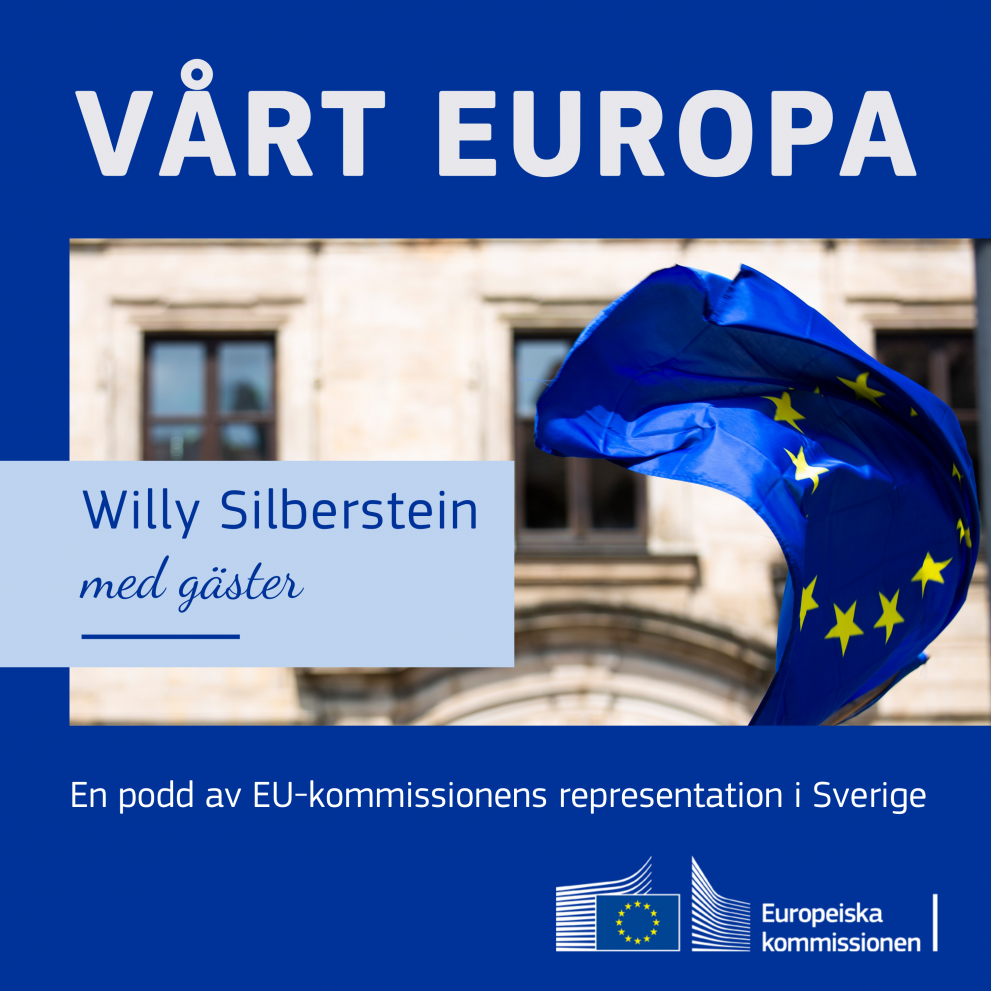 Vårt Europa i vit text på blå bakgrund, bild på en EU-flagga som hänger utanför en husfasad.